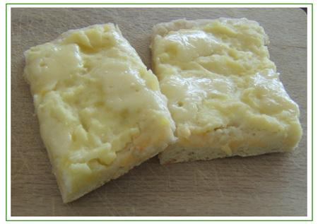 Pizza con patate, fontina e ricotta salata